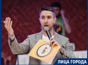 Эдуард Берин рассказал, сколько поднимают ведущие на корпоративах в Воронеже