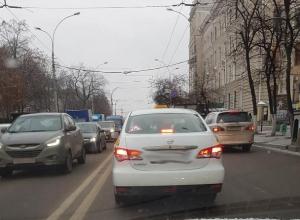 Агрессивный пассажир такси напал на автомобилистку в Воронеже