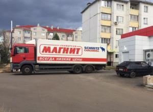 Воронежцы не могут попасть домой из-за фуры известного супермаркета