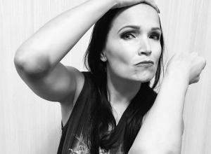 Экс-солистка группы Nightwish получила травмы, поскользнувшись на льду в Воронеже
