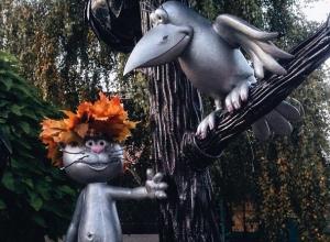 В Воронеже Котенка с улицы Лизюкова одели в осенний наряд