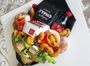 Подарочный букет для жирдяев удивил воронежцев