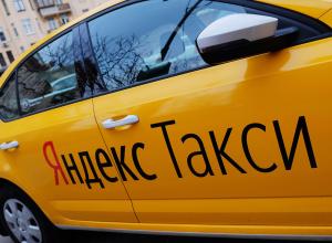 В Воронеже таксист грозился вывести двух девушек в лес и «отжарить»