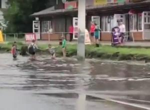 Массовое купание в луже на воронежском Машмете сняли на видео