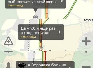 Автомобилисты часами стоят в многокилометровой пробке на выезде из Воронежа