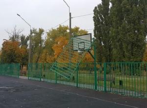 Суровую спортплощадку на Машмете высмеяли воронежцы