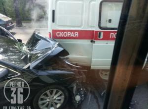 Неадекватный автомобилист снёс машину «скорой» в элитном районе под Воронежем