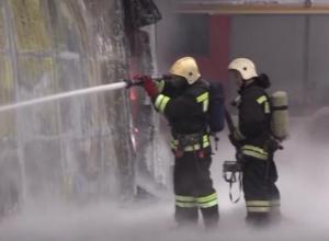 Тушение склада с покрышками и мототехникой в Воронеже длилось 7 часов
