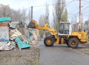 В Железнодорожном районе Воронежа экскаватор разбил торговую точку бутлегера
