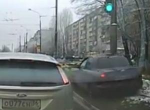 Самый безумный обгон года в Воронеже попал на видео