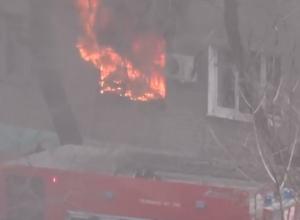 Пожар в многоэтажке в Воронеже попал на видео