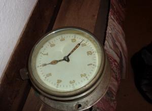 В квартире воронежца на стене обнаружили радиоактивные часы