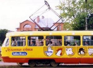 Воронежцам показали ностальгический трамвай с петухами