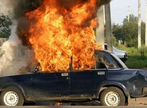 Рано утром в Воронеже огонь уничтожил автомобиль ВАЗ-2105