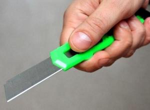 Воронежец сломал канцелярский нож о шею собутыльника, а тот остался жив