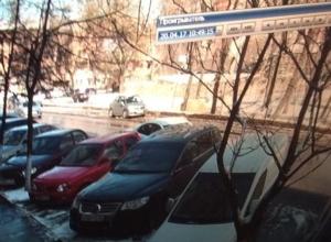 В Воронеже ищут автомобилиста, который скрылся с места ДТП около бизнес-центра