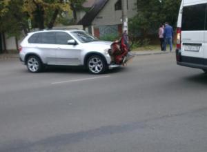 Голодный BMW X5 «насадил» на капот часть Daewoo Matiz в Воронеже