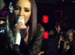 Ольга Бузова эротично станцевала в воронежском клубе и попала на видео