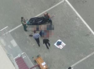 В воронежском ЖК молодой человек в трусах выпал из окна 25-этажа
