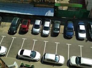 Новая разметка на парковке не заставила воронежских водителей сменить старые привычки