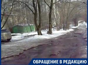 В Воронеже из-под асфальта на 9 Января забил «источник»
