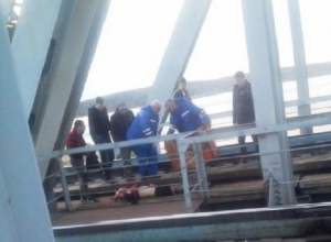 Рыбак погиб от удара током на железнодорожном мосту в Воронеже