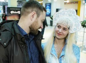 Снегурочка из Воронежа показала свои игрушки