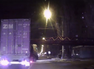 Жесткое столкновение грузовика с поездом в Воронеже сняли на видео