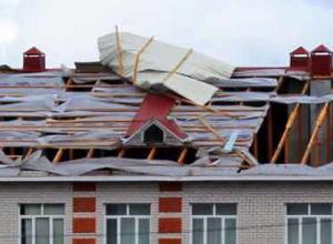 Из-за сильнейшего ветра воронежские школьники остались без крыши над головой