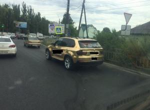 Золотое такси марки BMW на улицах Воронежа шокировало горожан