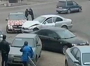 Драка водителей BMW и Mercedes после ДТП в Воронеже попала на видео