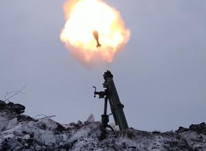 Зрелищные соревнования мастеров артиллерийского огня сняли на видео под Воронежем