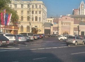 Воронежцы жалуются на перекрытую бесплатную парковку около Центрального ЗАГСа