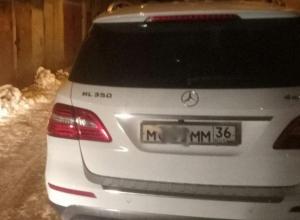 Воронежцев привела в ярость парковка Mercedes с «блатными» номерами