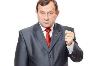«Ешь ананасы прямо с оков, Удачи желает Сергей Рудаков» - «Макин» поздравил со 100-летием революции