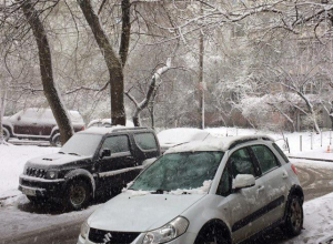 Водителям рекомендуют оставить автомобили из-за сильнейшего снегопада в Воронеже