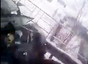 На видео попало, как воронежская маршрутка смяла автомобиль в гармошку