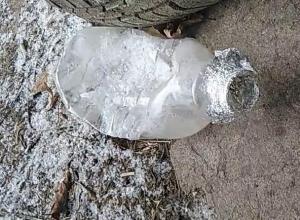 Странные вещества и приспособления сняли на видео возле наркодиспансера в Воронеже