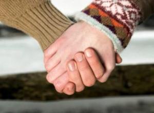 Жительница Воронежа пожаловалась на невинные прогулки мужа с подругой детства
