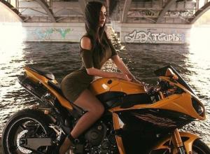 Умопомрачительная байкерша из Воронежа влюбила в себя российских мотоциклистов