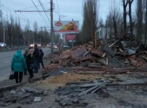 В Воронеже бардак на опасной остановке сравнили с разрухой в Сирии