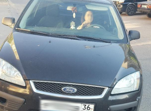 Конфликт автомобилистки и мамы с коляской закончился дракой в Воронеже