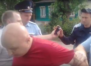 Вся полицейская рать задерживала организатора митинга против воронежской Кущёвки