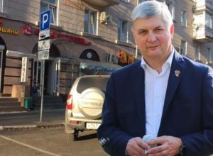 Гусев обещал бесплатные парковки вдоль дорог в Воронеже