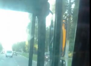 Воронежцы пожаловались на скверные действия  маршрутчика во время движения