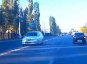 На видео попала иномарка, рассекающая по «встречке» на Волгоградской в Воронеже