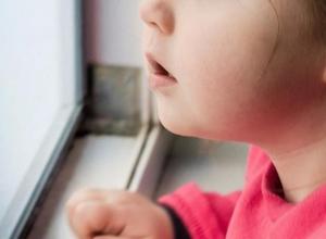 В Воронежской области пятилетняя девочка рассказала об издевательствах отчима