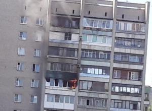 Полыхающая квартира на проспекте Труда в Воронеже попала на фото