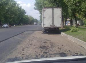 Дорожники замуровали мешавшую ремонту машину в Воронеже