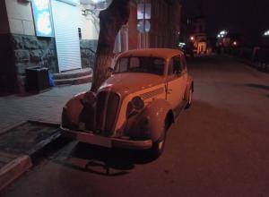 Винтажный автомобиль мафии сфотографировали на дороге в Воронеже